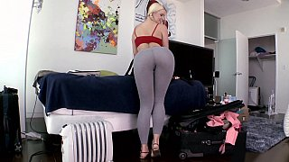 Juicy ass white girl showing pussy