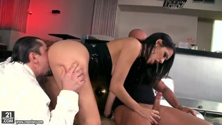 Samia Duarte has fun with two kinky fellows