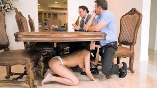 Sofi Ryan blowobs beside by her husband and he does not see it