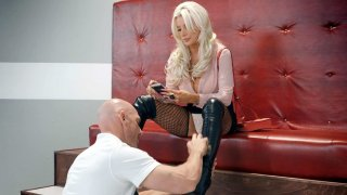 Brittany Andrews gets pussy licked by Johnny Sins