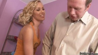 Easy going blonde babe Nicole Aniston gives blowjob