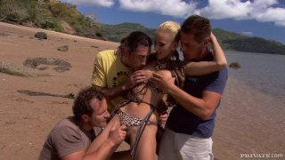 Justine Ashley gives hard blowjob in a foursome