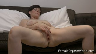 Horny MILF Masturbating Fleshy Pussy to Multiple O