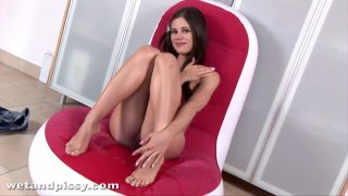 Tiny Caprice feels sexy when she pees after masturbating