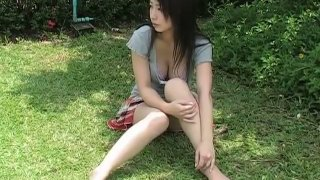 Asian brunette babe Arisa Oda flaunts her body outdoors