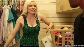 Impressive blondie Kristy Snow provides a cock with a boobfuck