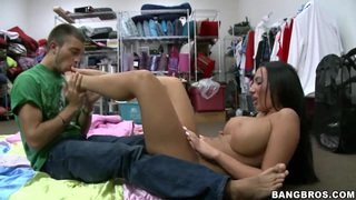 Richelle Ryan is a professional in footjob